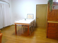 写真:No86邸-マンガ・プラモ。「きっちりケリをつけたい。」カントリー大型収納家具を手作り。