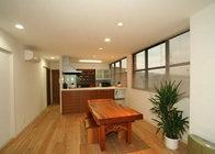 写真:No.101邸-冷蔵庫や食器棚が置けない!ありえない幅狭キッチン 大胆リフォーム