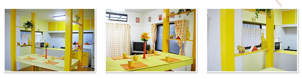 ビタミンカラーの明るいキッチン&ダイニングテーブル。