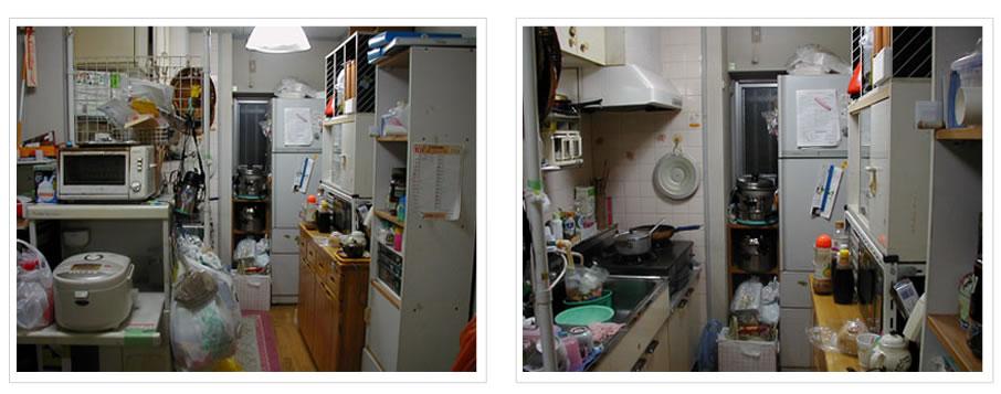 配膳スペースのないキッチンでは、洗った食器を置くスペースもありません。 キッチン空間は、積み上げられた食品ストック用の棚でかなりの圧迫感! 料理好きのおばあちゃんとお母さんの二人がキッチンに立つともう大変。 行き交うのもやっとの状態です。 せっかくの窓も冷蔵庫で半分ふさがれていて、 風通しも悪いし薄暗くなってしまってます。 冷蔵庫の横にも鍋やスーパーの袋でギューギュー。